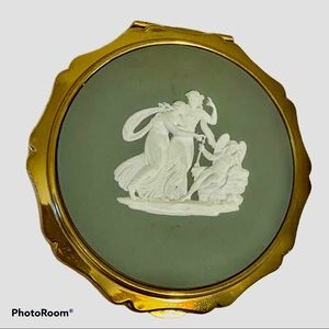 Stratton Wedgwood Cupid Sleeping Vintage Compact